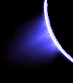 525px-False_color_Cassini_image_of_jets_in_the_southern_hemisphere_of_Enceladus